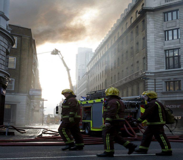 «Συναγερμός» λόγω φωτιάς στο ανατολικό Λονδίνο   Newsit.gr
