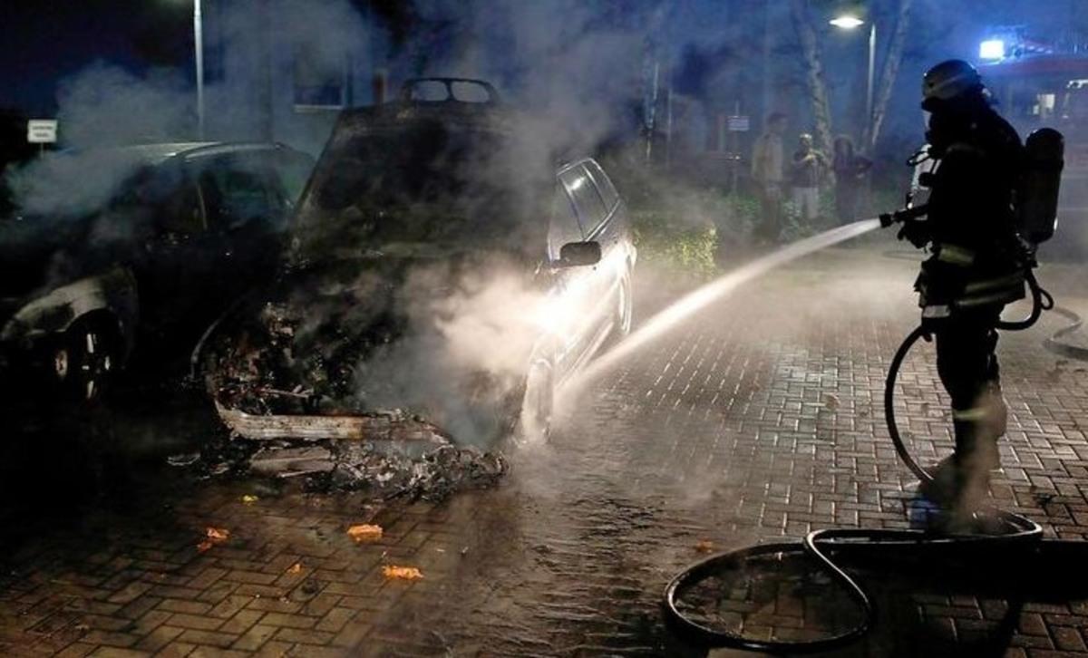 Έκαψαν αυτοκίνητο της ελληνικής πρεσβείας στο Βερολίνο | Newsit.gr