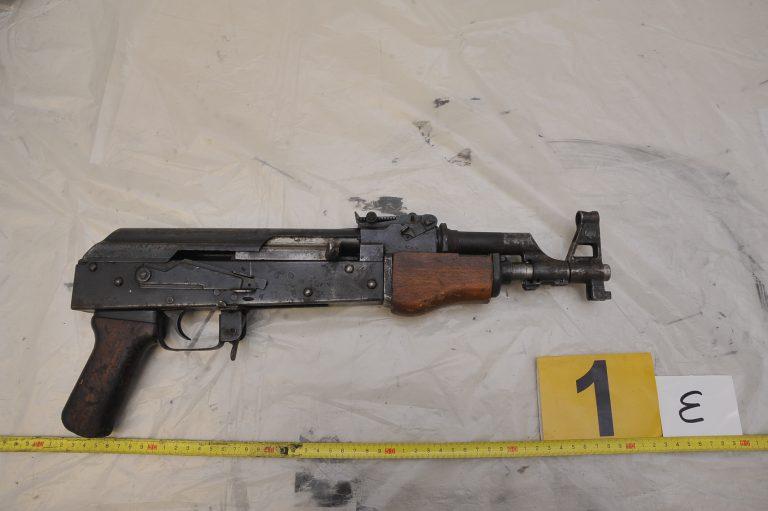 Φωτογραφίες από τον οπλισμό στο αυτοκίνητο στα Εξάρχεια | Newsit.gr