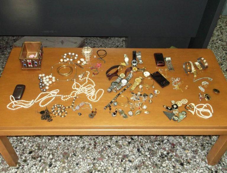 Βοιωτία: Έμενε παράνομα στη χώρα μας και… «ξάφριζε» χρυσαφικά από σπίτια | Newsit.gr