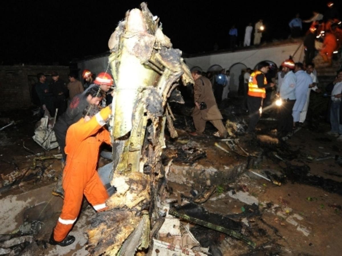 Φορτηγό έπεσε σε λεωφορείο και σκότωσε 30 ανθρώπους στο Μεξικό | Newsit.gr