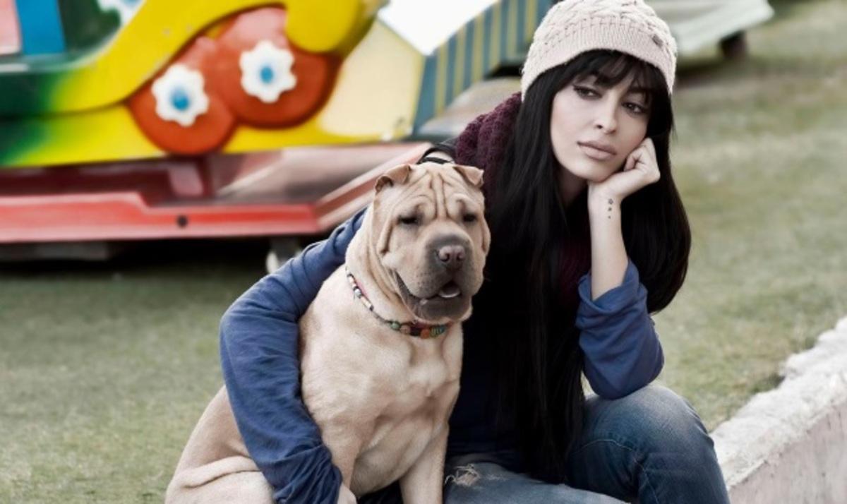 Ε. Φουρέιρα: Γιατί φωτογραφίζεται με τον αγαπημένο της σκύλο στην παιδική χαρά; Δες φωτογραφίες | Newsit.gr