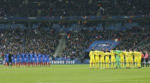 Επιθέσεις στο Παρίσι: Ανατριχίλα και συγκίνηση στο Stade de France [vid]