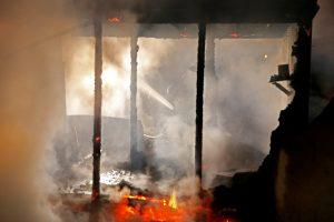 Κόλαση φωτιάς σε προσφυγικό καταυλισμό στη Γαλλία [pics, vids]