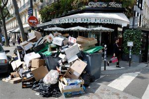 Euro 2016: Πρεμιέρα στο Παρίσι με… φόντο τα σκουπίδια!