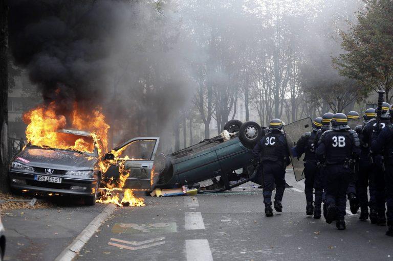 Γαλλία: Συναγερμός για το… έθιμο της πυρπόλησης οχημάτων | Newsit.gr