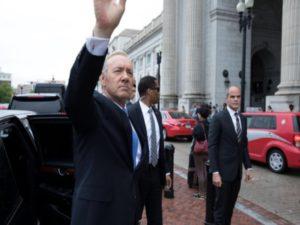 Ο φωτογράφος του Ομπάμα «έπιασε δουλειά» στον πρόεδρο… Underwood! [pics]