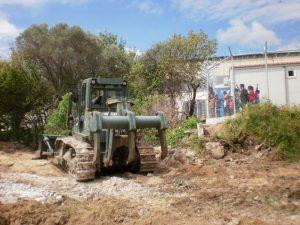 Χίος: Θωρακίζουν το κέντρο κράτησης – «Σηκώνουν» νέο φράχτη και… εξαφανίζουν τις πέτρες – ΦΩΤΟ