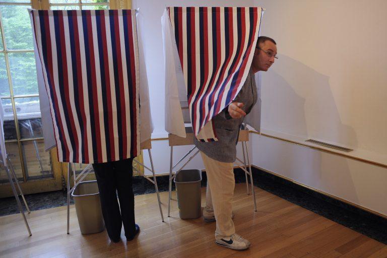 Αρχισαν να ψηφίζουν οι Γάλλοι της Βόρειας Αμερικής   Newsit.gr