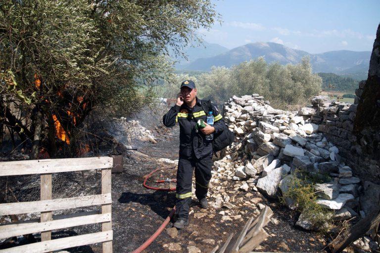 Υπό μερικό έλεγχο οι πυρκαγιές σε Aρκαδία, Μέγαρα και Ηράκλειο | Newsit.gr