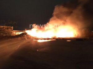 Φωτιά και εκρήξεις σε αποθήκη ελαστικών – Κόλαση πυρός στον Ταύρο!