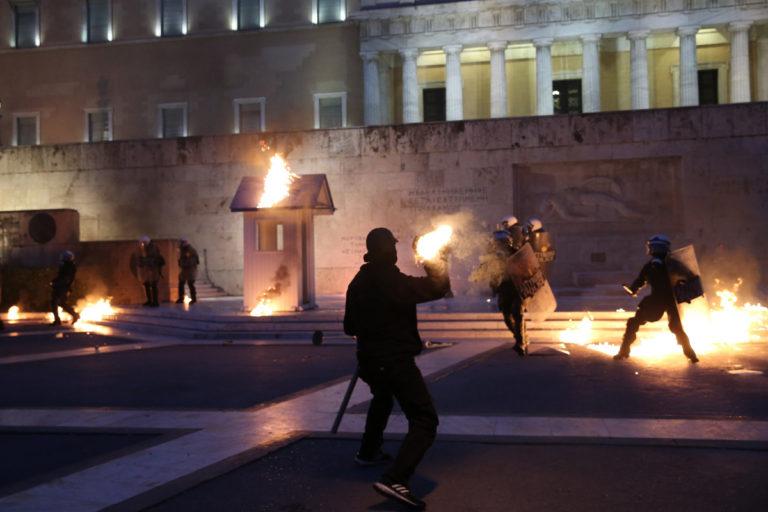 Οσο και να τα καίτε, εμείς θα τα ξαναφτιάχνουμε! [pics] | Newsit.gr