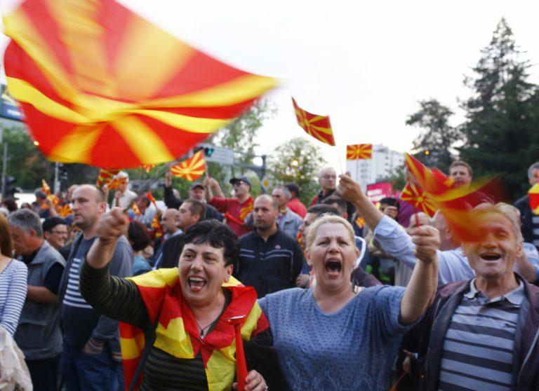 """Το Βερολίνο καταδικάζει το """"ντου"""" στη βουλή των Σκοπίων"""