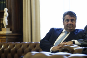 Γκάμπριελ κατά Σόιμπλε: Έχουμε δώσει υποσχέσεις στην Ελλάδα, ώρα να τις τηρήσουμε