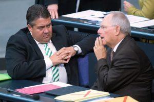 «Ο Σόιμπλε ωθεί εσκεμμένα σε… Grexit» – Η «κραυγή» Γκάμπριελ στην… «κουφή» Μέρκελ