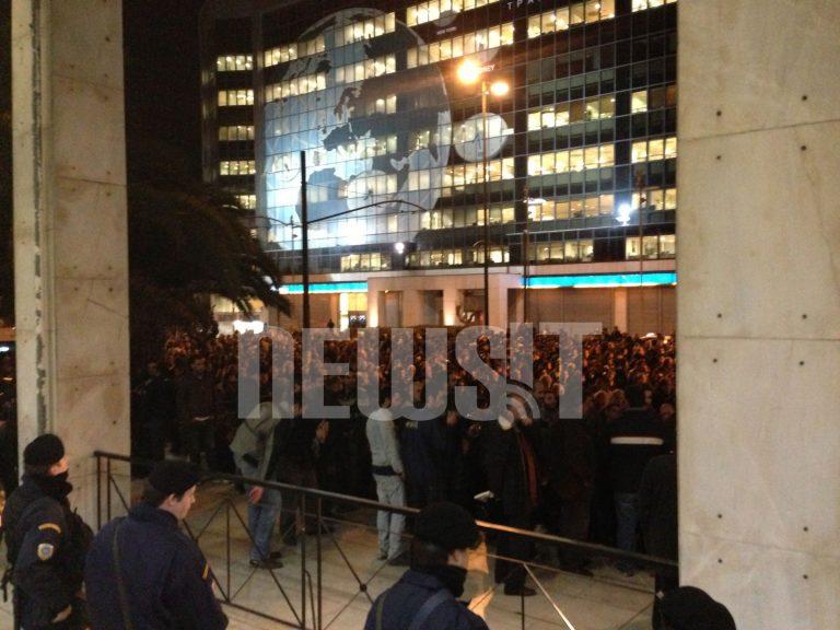 Ανανέωσαν το ραντεβού για τις 8:00 τα μέλη του ΠΑΜΕ – Βρούτσης για τους συλληφθέντες: Τραυμάτισαν άνδρα της ασφάλειάς μου | Newsit.gr