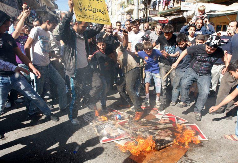 Διαδηλώσεις προς τιμήν του Καντάφι στη Συρία – Νεκροί 13 άμαχοι   Newsit.gr