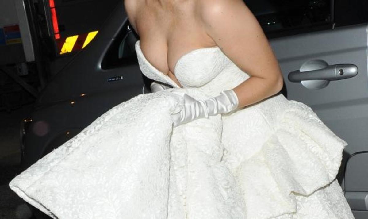 Ποια διάσημη τραγουδίστρια φόρεσε αυτό το νυφικό; Φωτογραφίες | Newsit.gr