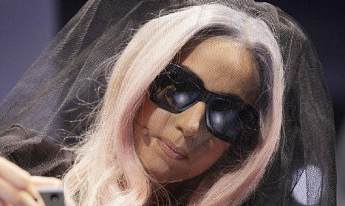 Lady Gaga: Τώρα και σχεδιάστρια γυαλιών!   Newsit.gr