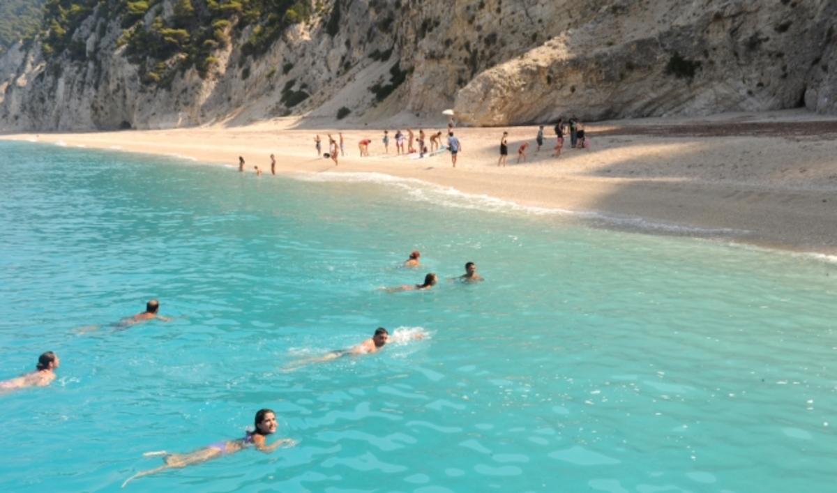 Γαλάζιες σημαίες: Αυτές είναι οι πιο καθαρές παραλίες σε Αττική και όλη τη χώρα   Newsit.gr