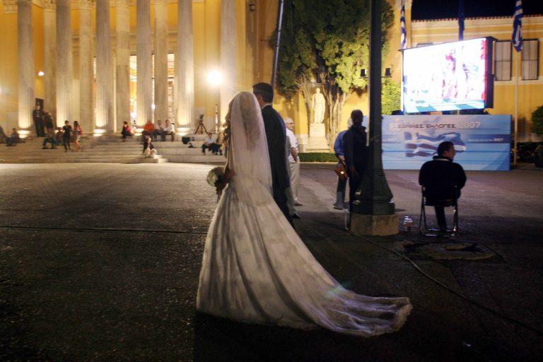Εκτός ελέγχου η κατάσταση με τις συμμορίες μεταναστών – Μπήκαν μέσα σε εκκλησία και διέκοψαν γάμο! | Newsit.gr