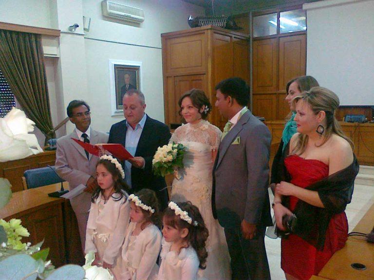 Τρίκαλα:O γάμος που έκλεψε τις εντυπώσεις – Ινδός παντρεύτηκε Ελληνίδα! | Newsit.gr