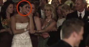 Όταν η νύφη βλέπει το γαμπρό να φιλάει αυτή τη γυναίκα μπροστά της, αρχίζει να κλαίει! [vid]