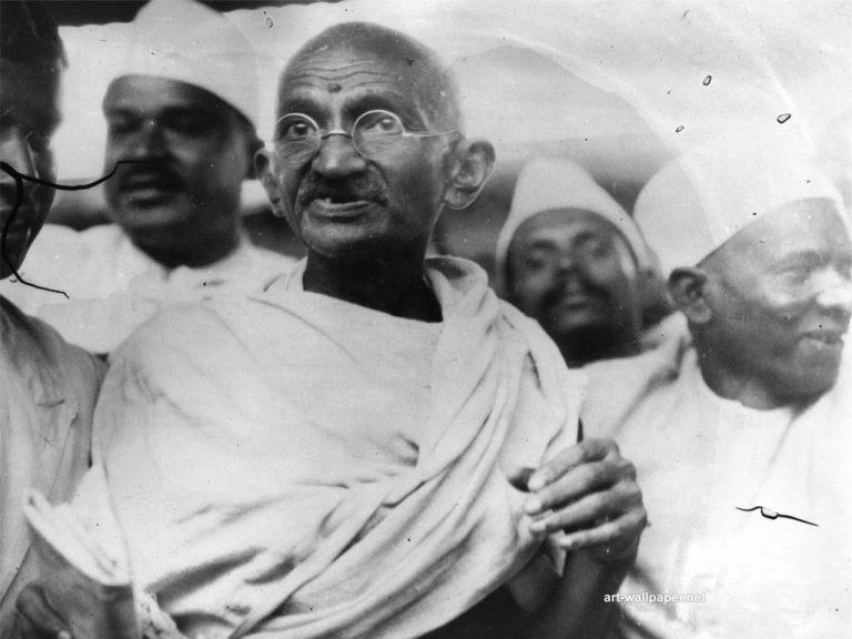 Bisexual και ρατσιστής ο Μαχάτμα Γκάντι – Βιογραφία προκαλεί σάλο στην Ινδία | Newsit.gr