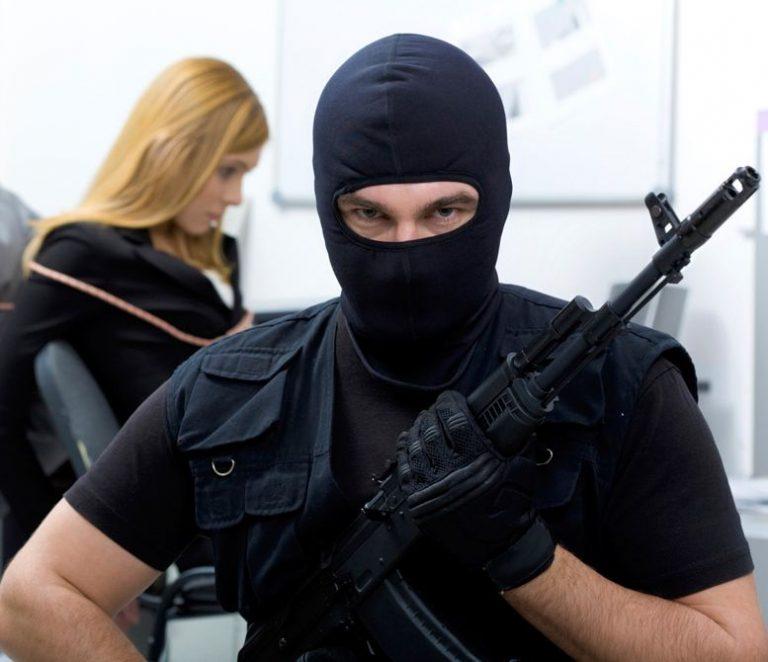 Αδίστακτη συμμορία με καλάσνικοφ σκορπούσε τον τρόμο στην Θεσσαλονίκη – Ενας από αυτούς είχε δολοφονήσει ηλικιωμένο ζευγάρι στην Βέροια | Newsit.gr