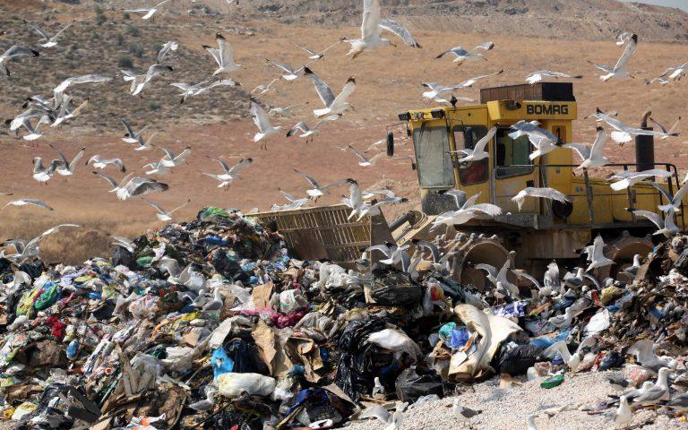 Δ.Αθηναίων: Μην κατεβάζετε τα σκουπίδια   Newsit.gr