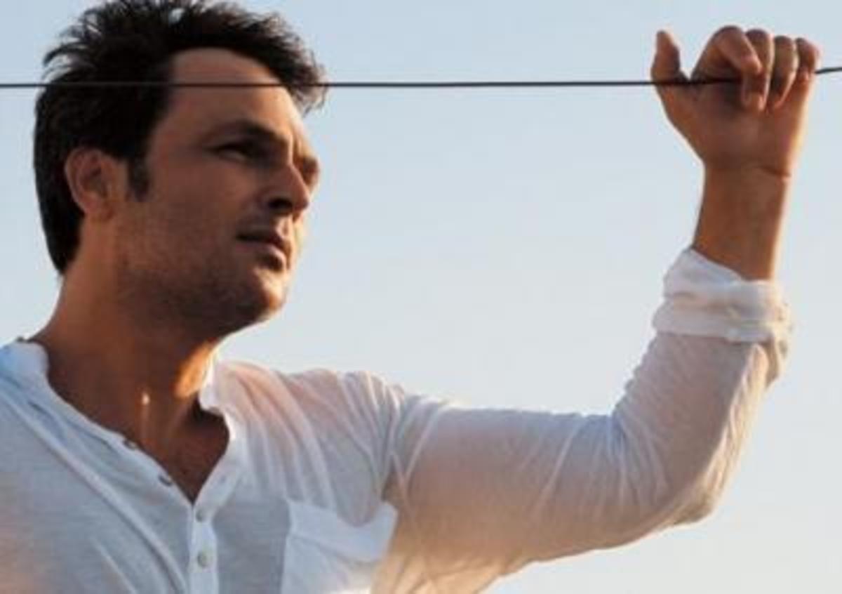 Χόρεψε με σπασμένο χέρι! | Newsit.gr