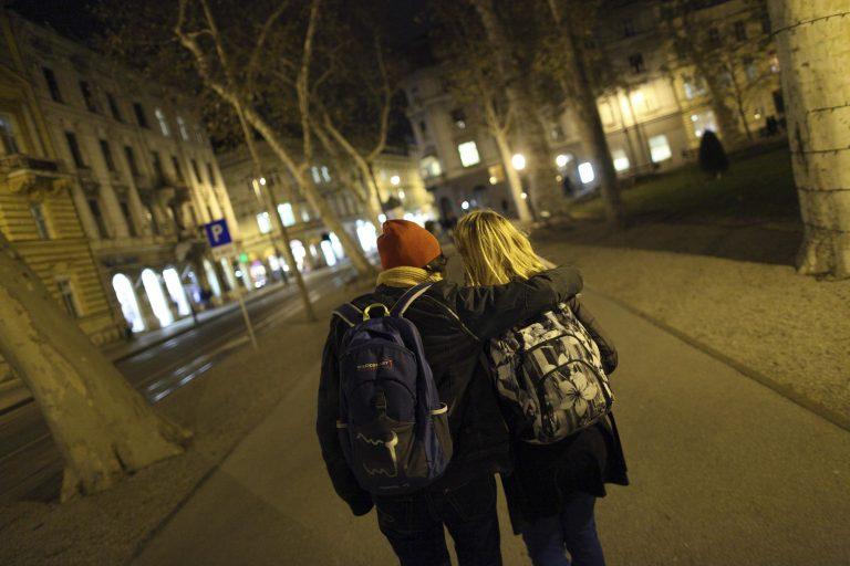 ΕΕ: Ίσα δικαιώματα στα παντρεμένα ετερόφυλα και ομόφυλα ζευγάρια | Newsit.gr