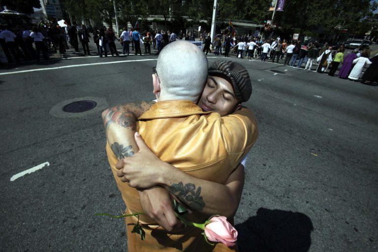 Και στην Ισπανία πλέον επιτρέπονται οι γάμοι ομοφυλόφιλων   Newsit.gr