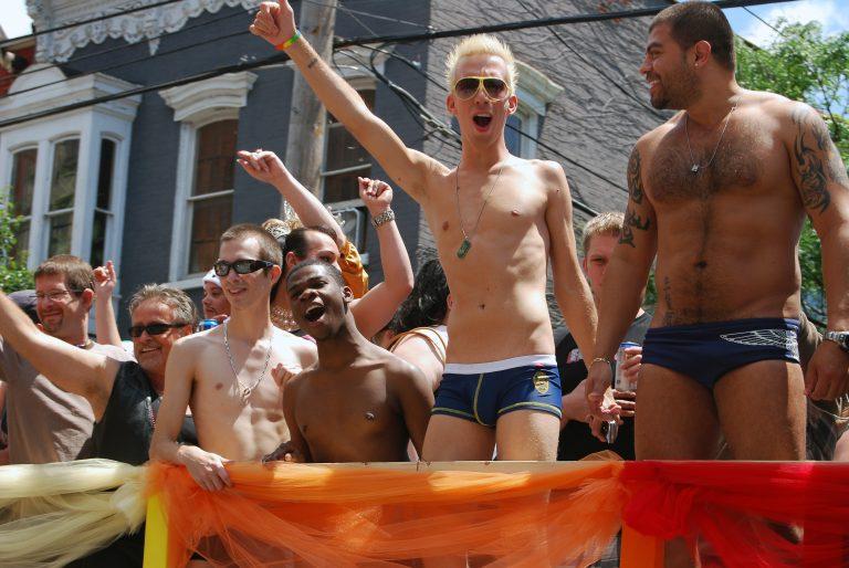 Ματαιώθηκε η πολυσηζητημένη παρέλαση ομοφυλόφιλων στην Αλβανία | Newsit.gr