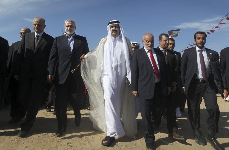 Στη Λωρίδα της Γάζας ο Εμίρης του Κατάρ – Θα χτίσει 1.000 σπίτια για τις φτωχές οικογένειες | Newsit.gr