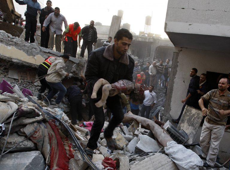 Ξεκληρίζουν οικογένειες στη Γάζα – Βομβαρδίζουν συνέχεια οι Ισραηλινοί | Newsit.gr