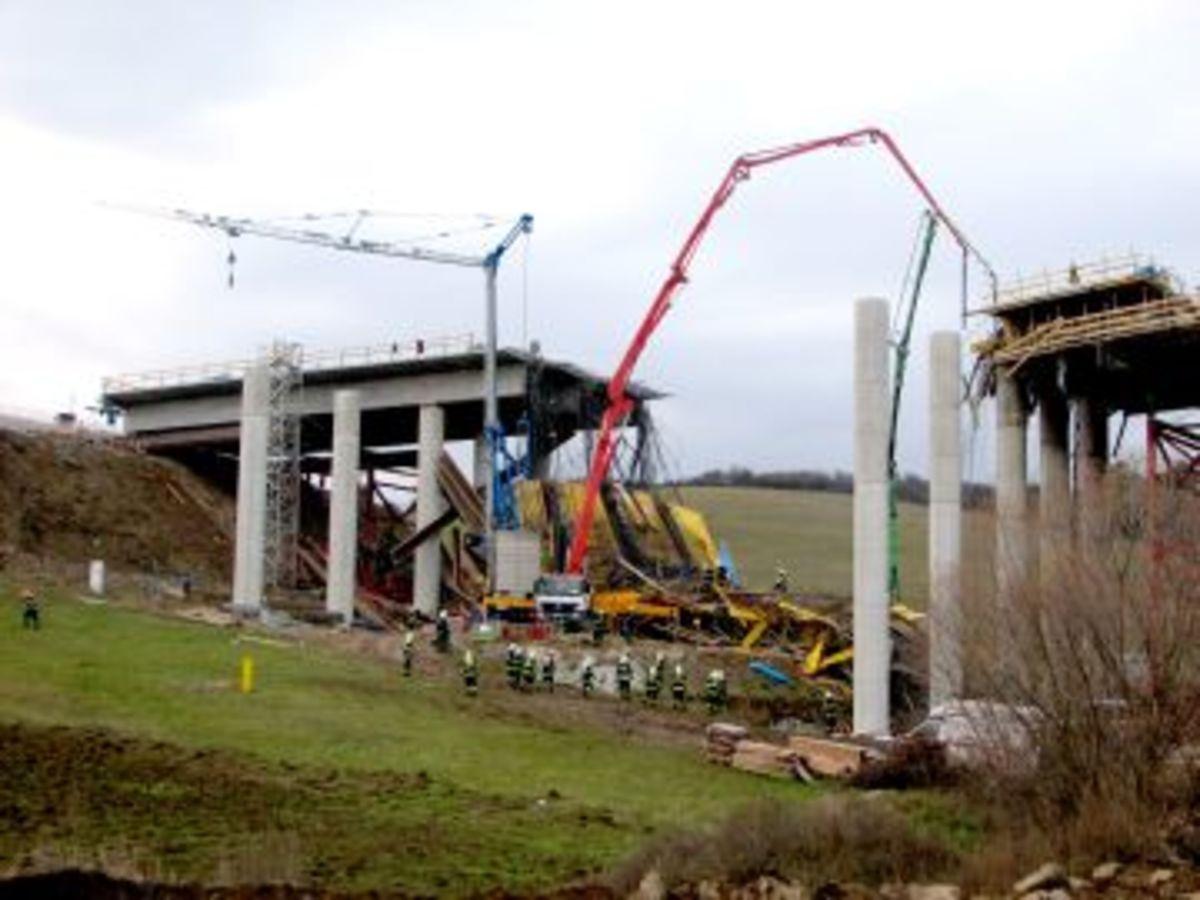 Κατάρρευση γέφυρας στη Σλοβακία με 4 νεκρούς | Newsit.gr