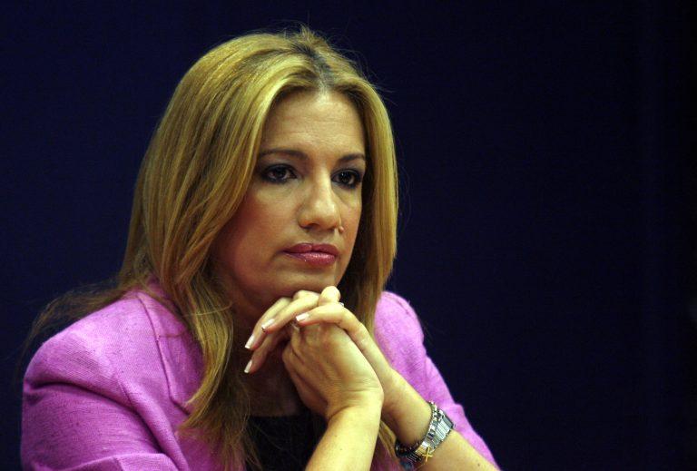 ΠΑΣΟΚ: «Ο Τσίπρας τάζει λαγούς με πετραχήλια» | Newsit.gr