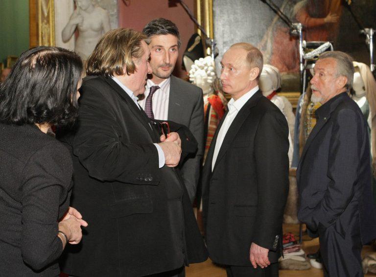 Στη Μόσχα ο Ζεράρ Ντεπαρντιέ για να παραλάβει το νέο του ρωσικό διαβατήριο | Newsit.gr