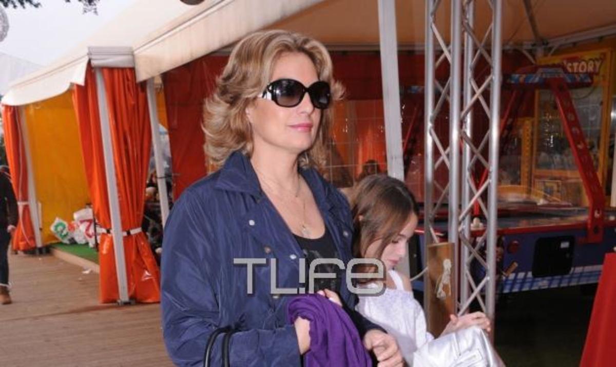 Α. Γκερέκου: Γιορτινές βόλτες και παιχνίδια με την κόρη της! Φωτογραφίες   Newsit.gr