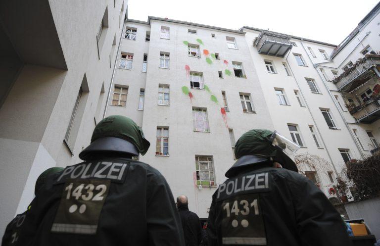 Πεδίο μάχης το Βερολίνο – Συγκρούστηκαν αστυνομικοί και διαδηλωτές | Newsit.gr