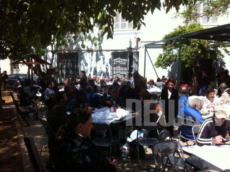 Ουρές στο γεύμα αγάπης του Δήμου Αθηναίων – ΦΩΤΟ   Newsit.gr