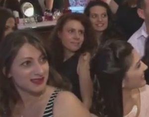 Χίος: Το κρεβάτι δεν άντεξε τις 13 γυναίκες – Το βίντεο που κάνει το γύρο του διαδικτύου [vid]