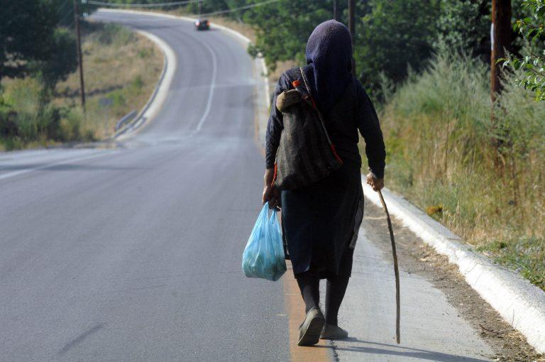 Kαραμπόλα με… πεζή στα Ψαχνά | Newsit.gr