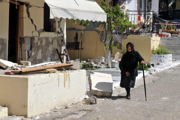 Την απείλησαν, τη χτύπησαν αλλά τελικά δεν την έκλεψαν!   Newsit.gr