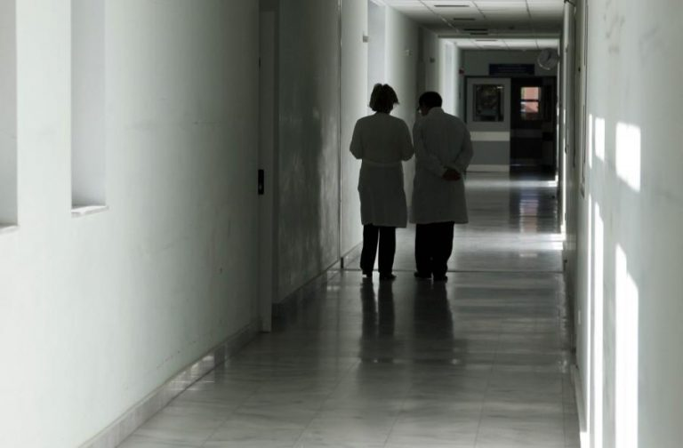 Ιωάννινα: Έκανε τον γιατρό για να κοροϊδεύει κόσμο   Newsit.gr