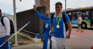 Γιαννιώτης: Πανηγυρική υποδοχή του επεφύλασσαν στο Ολυμπιακό Χωριό! [vid]