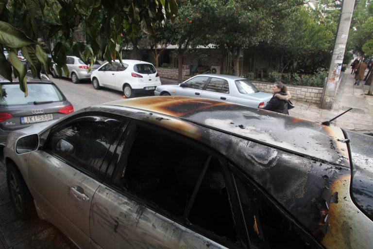 Γκαζάκια σε ΙΧ αυτοκίνητο στα Καμίνια | Newsit.gr