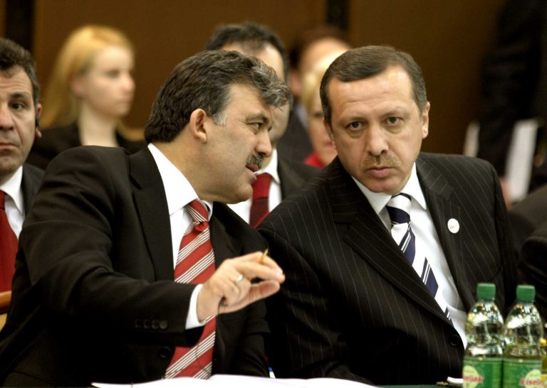 Οι Τούρκοι προτιμούν τον Γκιουλ και όχι τον Ερντογάν | Newsit.gr