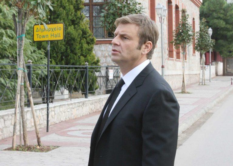 Απείλησαν με όπλο τον Απ. Γκλέτσο στις γραμμές του τρένου | Newsit.gr